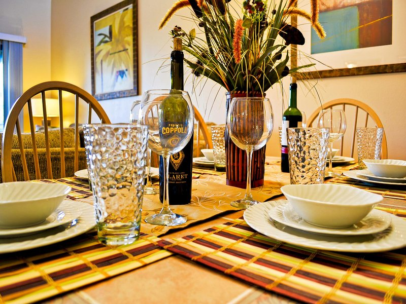 Seating for six at the dining table - Villas of Clearwater Beach 6B ALMOST BEACHFRONT without the high price tag - Clearwater Beach - rentals