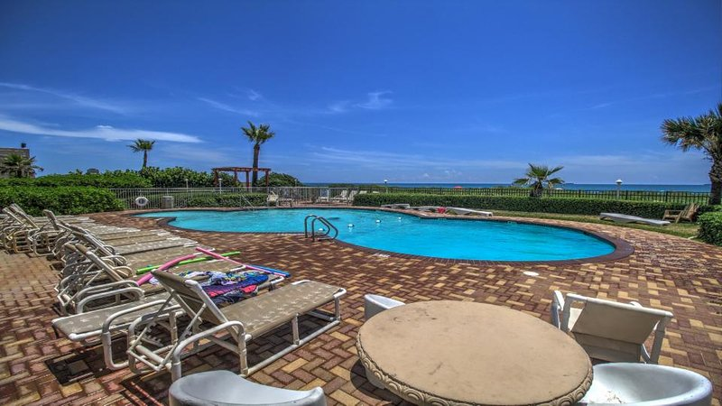 Condo on the beach w/shared pool, hot tub, sauna, & island views! - Image 1 - South Padre Island - rentals