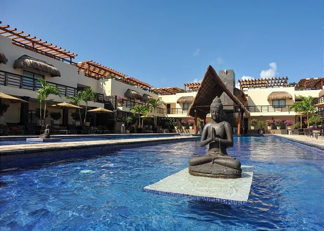 Shared pool with bar - BEAUTIFUL CONDO with enormous terrace & private pool-Mamitas Beach - Playa del Carmen - rentals
