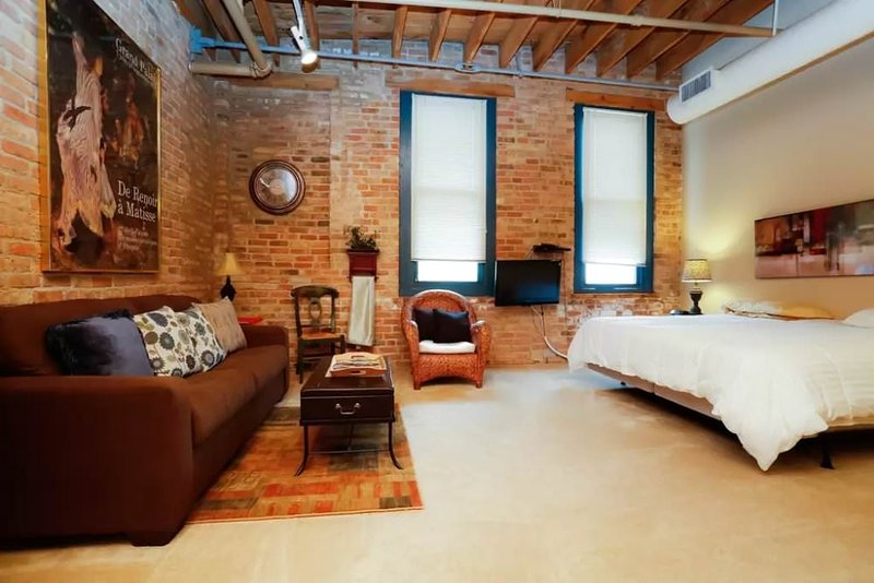 COMFORTABLE AND BEAUTIFULLY FURNISHED LARGE STUDIO APARTMENT - Image 1 - Chicago - rentals