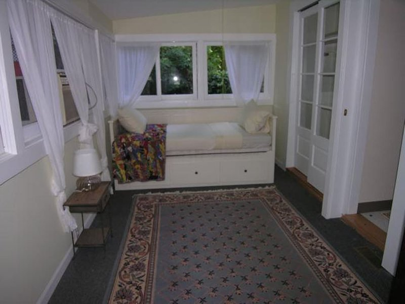 Charming and Classic 2 Bedroom 2 Bathroom Townhouse in Los Angeles - Image 1 - Los Angeles - rentals