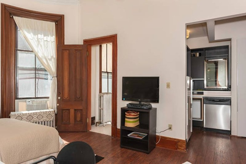 NEWLY RENOVATED, CHARMING FURNISHED STUDIO APARTMENT - Image 1 - Boston - rentals