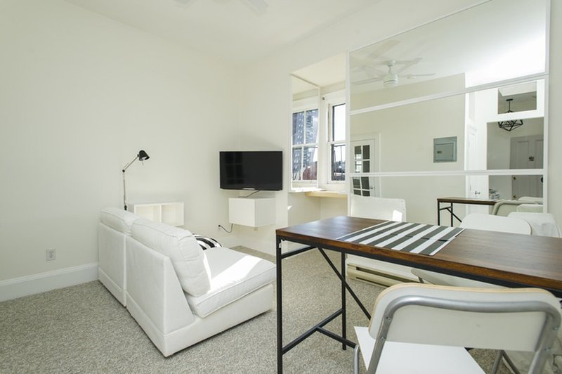 NEWLY RENOVATED AND BEAUTIFULLY FURNISHED 1 BEDROOM, 1 BATHROOM APARTMENT - Image 1 - Greater Boston - rentals