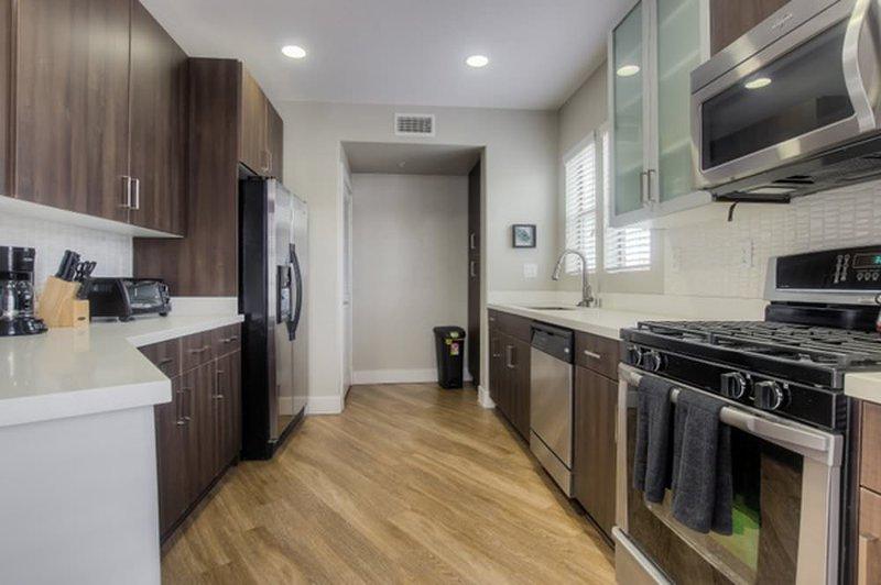 WONDERFUL FURNISHED 2 BEDROOM 2 BATHROOM APARTMENT - Image 1 - Los Angeles - rentals