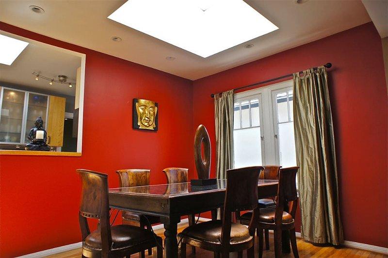 REMARKABLE 3 BEDROOM, 1 BATHROOM APARTMENT - Image 1 - Santa Monica - rentals