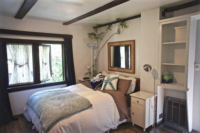 GORGEOUS FURNISHED 2 BEDROOM, 1.5 BATHROOM APARTMENT - Image 1 - Beverly Hills - rentals