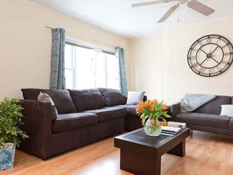 Furnished 3-Bedroom Apartment at 28th St & 39th Ave Queens - Image 1 - New York City - rentals