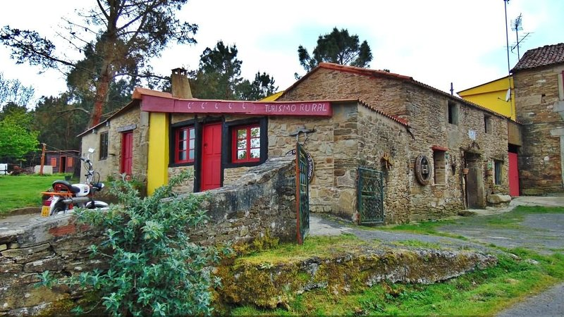 Picturesque stone house in countryside, close to Costa da Morte - Image 1 - Cabana de Bergantinos - rentals