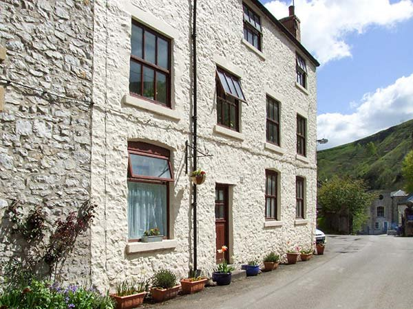 BARN COTTAGE, pet-friendly, country holiday cottage in Litton Mill In Miller's Dale, Ref 939764 - Image 1 - Buxton - rentals