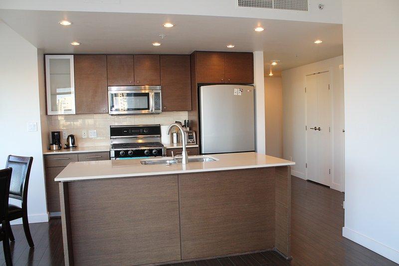 kitchen area - Comfy 2BD/2BA Apt near Ramada Hotel Airport - Richmond - rentals