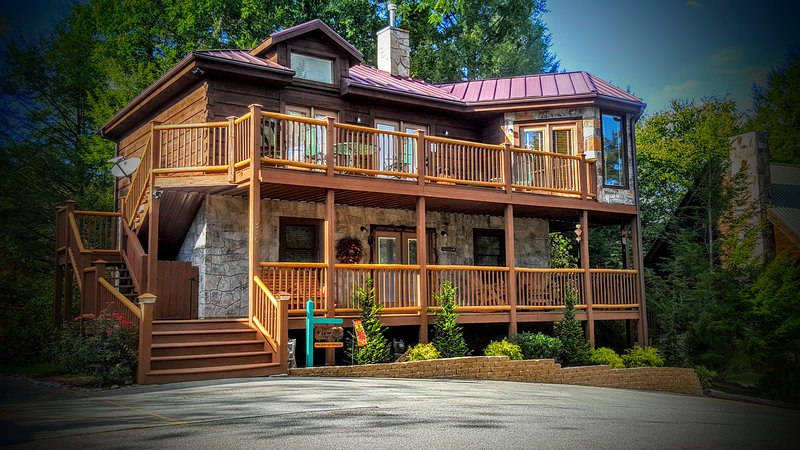 """The View at Gatlinburg"", 310 Brown Wren Way, Gatlinburg,TN 37738 - Beautiful 3 King BR, Pet Friendly Cabin - Gatlinburg - rentals"