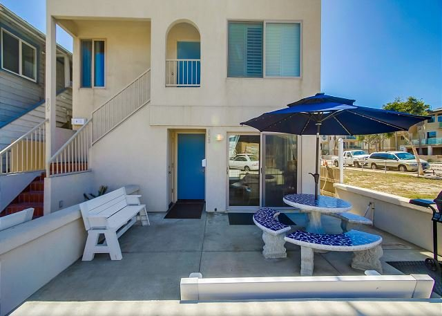 803 El Carmel Place  - Deluxe  2BD/2.5BA townhome- fireplace, private patio, gas BBQ, w/d - Pacific Beach - rentals