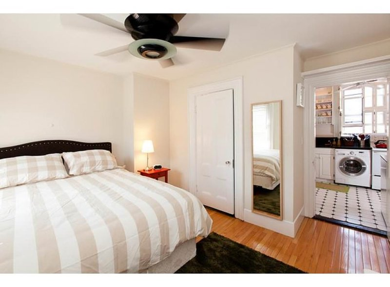 LIGHT-FILLED AND SPACIOUS 2 BEDROOM, 1 BATHROOM APARTMENT - Image 1 - Boston - rentals