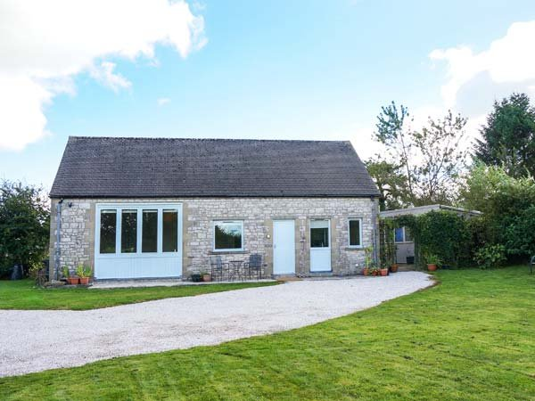 SHORTNER CROFT, single-storey, large enclosed garden, great walking and cycling, in Biggin, Ref 931808 - Image 1 - Biggin-by-Hartington - rentals