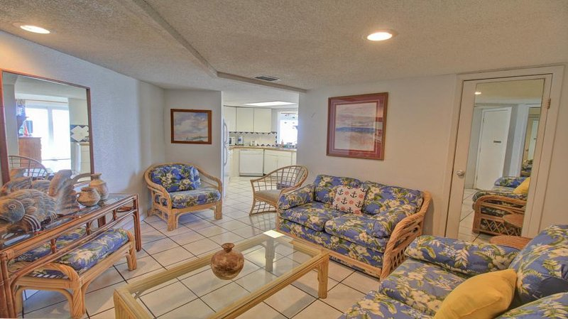 Gulf front condo w/balcony & resort beach, pool & hot tub! - Image 1 - South Padre Island - rentals
