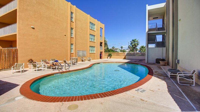 Cute, dog-friendly condo near the beach with shared pool! - Image 1 - South Padre Island - rentals