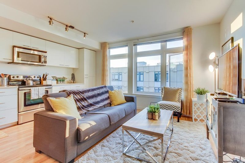 Bright, dog-friendly, waterfront condo in the Green Lake neighborhood - Image 1 - Seattle - rentals