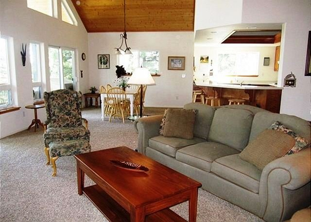 "Great Room   - ""Peak Retreat"" a Blue Lake Springs home in the treetops awaiting your arrival - Arnold - rentals"