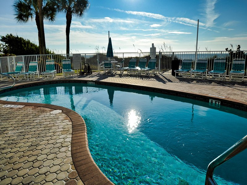 West Coast Vista swimming pool - West Coast Vista 3E Bay View Condo | Sunrise  and  Sunsets! | Recently - Indian Rocks Beach - rentals