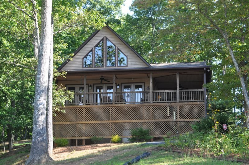Bruins Den - Spacious Well Appointed Vacation Cabin with Fire Pit, View, Hot - Image 1 - Bryson City - rentals