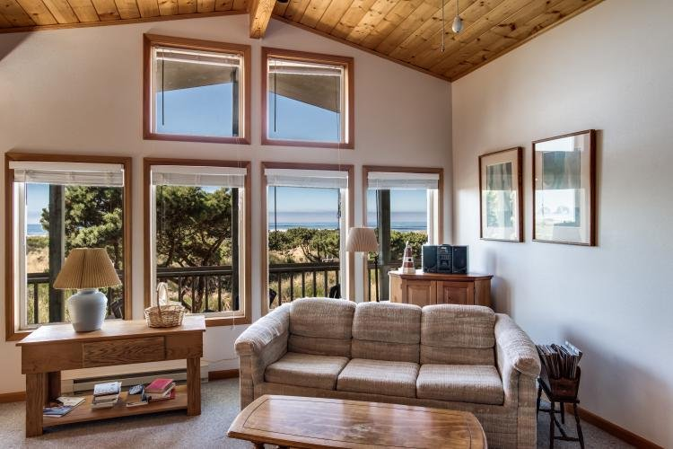 Upstairs living room - Jeske's Beach House ~ Ocean Front ~ Sleeps 14 - Rockaway Beach - rentals
