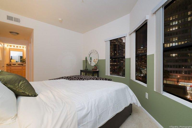 Tastefully Furnished 2 Bedroom Corporate Suite in LA - Image 1 - Los Angeles - rentals