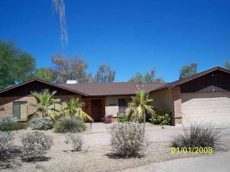Beautiful 1 level huge lot - single story 1/2 acre lot - Scottsdale - rentals