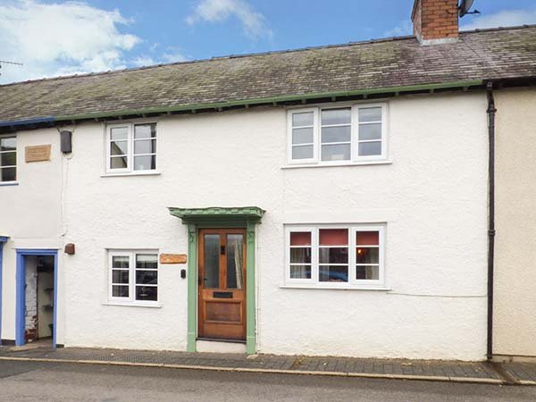 CASTLE COTTAGE period feaures, woodburning stove, pet-friendly cottage in Clun Ref 918820 - Image 1 - Clun - rentals
