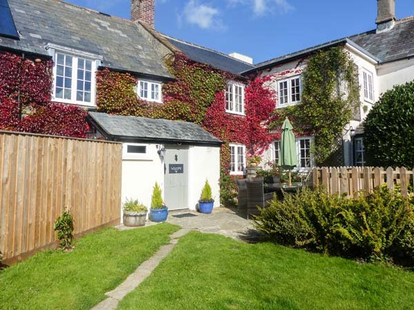 CHURCH FARMHOUSE en-suite, character cottage, woodburning stove, pet friendly in Chard Ref 27206 - Image 1 - Chard - rentals