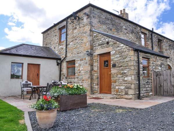 THE BARN COTTAGE, stone cottage, woodburner, WiFi, pet-friendly, near Hexham, Ref 916544 - Image 1 - Hexham - rentals