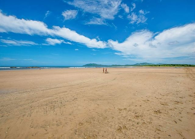 Moderm 2 bedroom condo, steps from the beach with wonderful ocean views - Image 1 - Tamarindo - rentals
