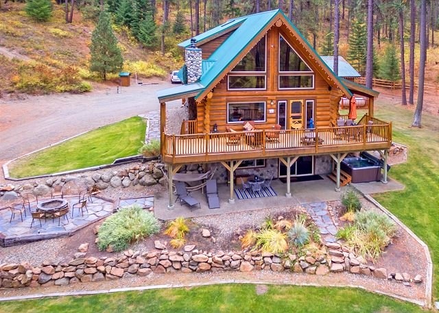 Tall Pines - Picturesque Log Cabin on 5 Private Acres!  5BR | Hot Tub! | WiFi | Slps 14 - Cle Elum - rentals