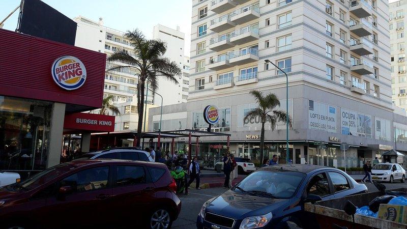 Esquina de la Ex Fragata y apartamento 209 al Fondo - Lux Tower 209  - Vacation and Relax - Punta del Este - rentals