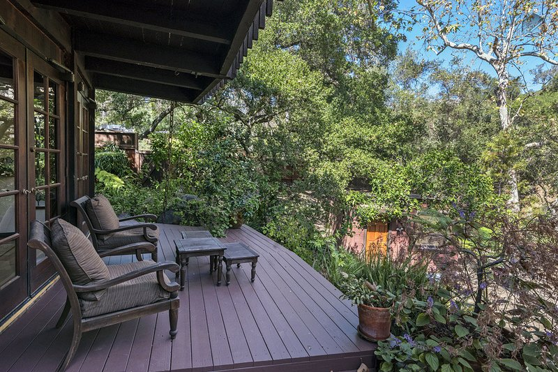 The privacy of the back deck gives Creekside Haven a tranquil feel. - Custom creekside home in beautiful natural setting - Creekside Haven - Santa Barbara - rentals