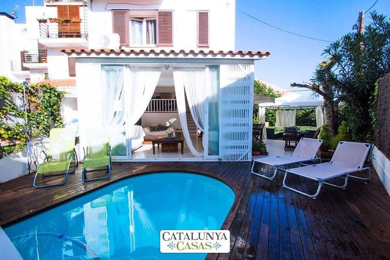 Delightful villa in Sitges, 200 meters from Costa Dorada beaches - Image 1 - Sitges - rentals