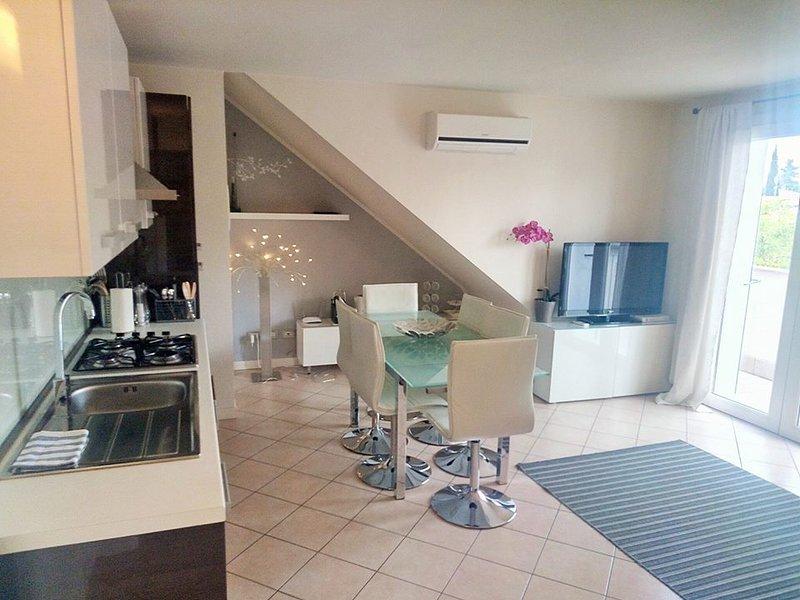 Gorgeous Lake Garda 2 bedroom apartment (6) - Image 1 - Desenzano Del Garda - rentals