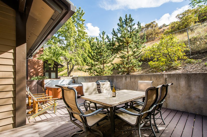 Beautiful deck with views and privacy. Deck back up to mountain open space - October Special ** SPACIOUS & FUN 4 BED 4 BATH!** - Salt Lake City - rentals