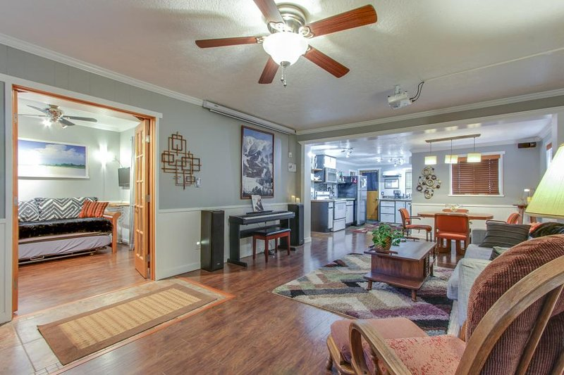 Classy & luxurious dog-friendly downtown cottage with a private hot tub! - Image 1 - Coeur d'Alene - rentals