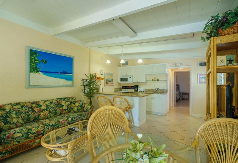 Living Room & Kitchen view. - 3 Min Walk to Cabana Club, Pool & Inch Beach DOCK WiFi, FALL SALE 9/9-12/14 $895 - Key Colony Beach - rentals