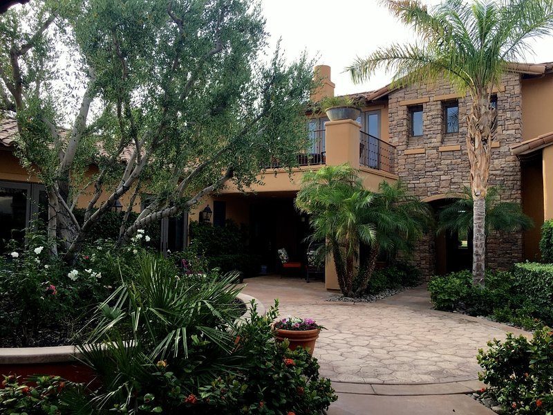 Beautiful, private courtyard in the center of the property. - Luxurious House with Serene Courtyard in PGA West - La Quinta - rentals