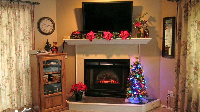 Celebrate Christmas in Branson at our Secret Garden condo, Pointe Royale Resort.  - Golf-2 Screen Porches-View-Recliners Pointe Royale - Branson - rentals