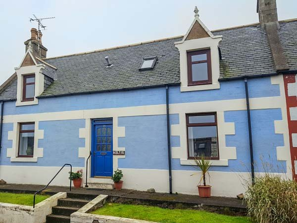 KELTIE, pet-friendly, character holiday cottage, with a garden in Portknockie, Ref 2290 - Image 1 - Portknockie - rentals