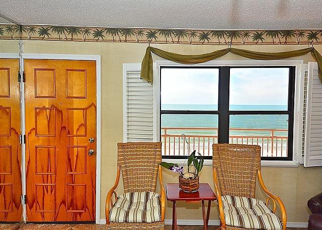 Living Area - Sunset Chateau #506 - Treasure Island - rentals