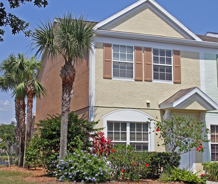 The front of the property. - Well equipped Bradenton townhouse overlooking lake - Bradenton - rentals