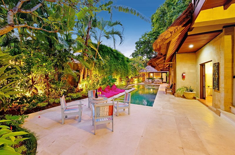 The private gardens and seating areas surrounding the villa - LUXE BALI VILLA 4 BRM - SALTED LAP-POOL FOR THE HEALTH CONSCIOUS - SLEEPS 9 - Seminyak - rentals