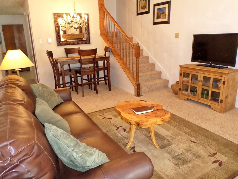 Valley Condos #109 - Fiber optic high speed WiFi, Washer/Dryer, Community Hot Tubs, Playground, Cree - Image 1 - Red River - rentals