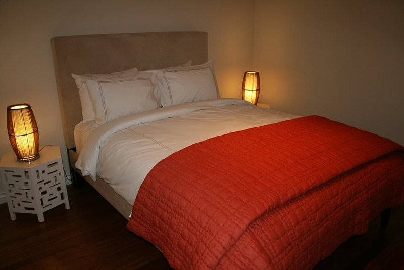 CLASSY AND MODERN FURNISHED 1 BEDROOM 1 BATHROOM APARTMENT in Santa Monica - Image 1 - Santa Monica - rentals