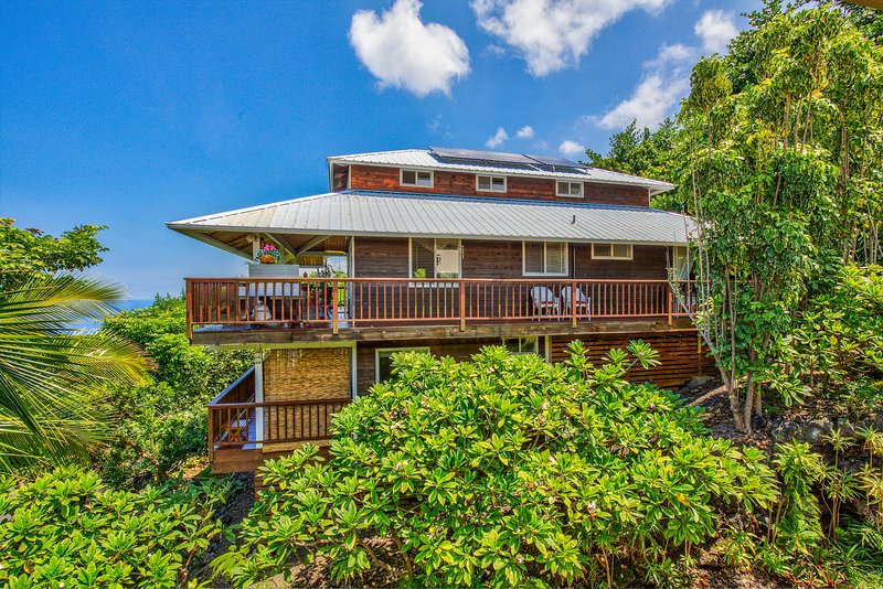 Beautiful updated home with panoramic OCEAN views on both floors. 2 minutes to beach! - BEACH Villa--Sweeping OCEAN  VIEWS! 2 Min. BEACH! - Captain Cook - rentals