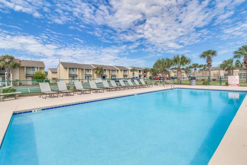 Beach resort townhouse w/ pools, beach access, mini-golf! - Image 1 - Panama City Beach - rentals