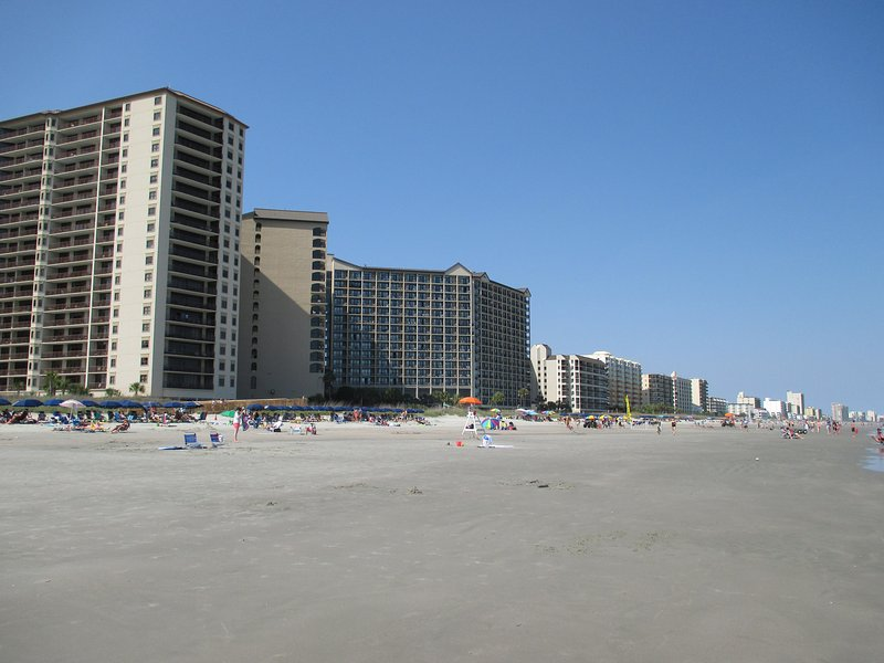 North Myrtle Beach looking north lovely flat beach - BarefootResort SaleApr29-May6$450Sale reg$575 2BdrmSleeps6 - North Myrtle Beach - rentals